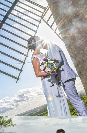 Mariés sous un moulin